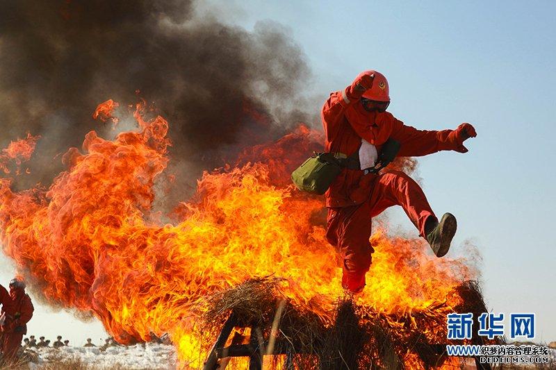 武警森林部队开展冬季野营拉练